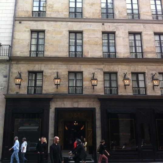 Foto diambil di Hôtel Costes oleh Dennis W. pada 6/25/2012