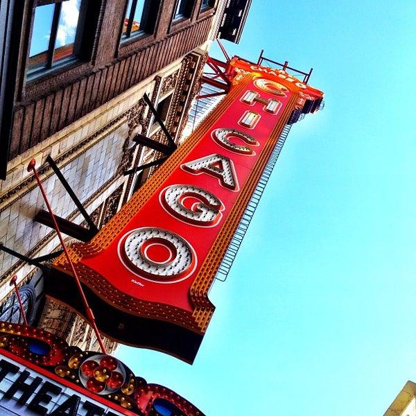 5/29/2012에 @cfnoble님이 The Chicago Theatre에서 찍은 사진