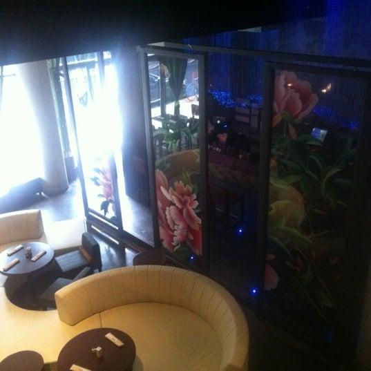 Photo prise au HaChi Restaurant & Lounge par Richard B. le8/1/2012
