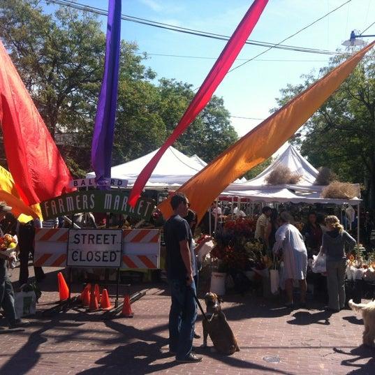 Photo prise au Ballard Farmer's Market par Matisse M. le9/2/2012