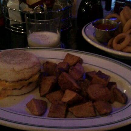 Foto scattata a Deluxe Station Diner da Jill G. il 3/13/2012