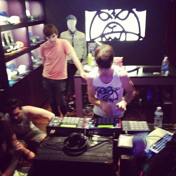 Photo prise au Mishka par DJ Club Network le5/4/2012