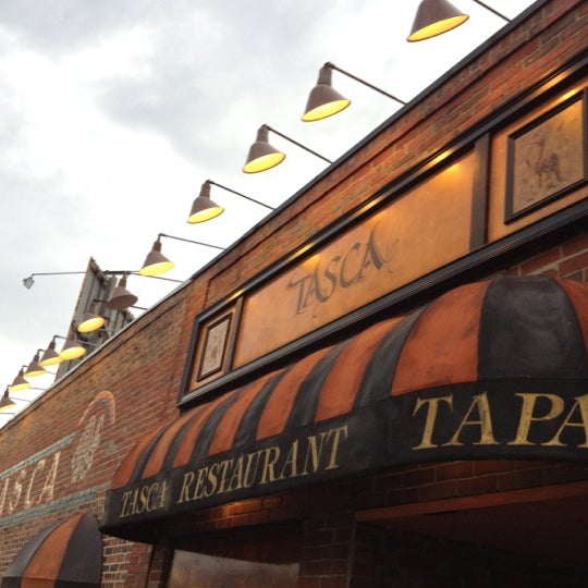 Foto scattata a Tasca Spanish Tapas Restaurant & Bar da Mike L. il 6/8/2012