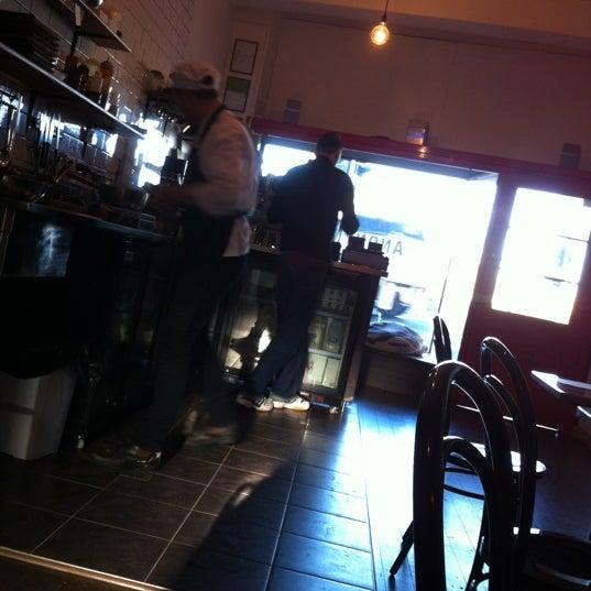 รูปภาพถ่ายที่ Anonymous Café โดย Andras B. เมื่อ 7/15/2012