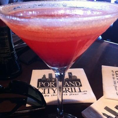 Foto tomada en Portland City Grill por Kassie O. el 9/5/2012