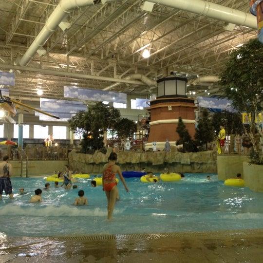 Foto tirada no(a) Water Park Of America por Kim D. em 3/26/2012