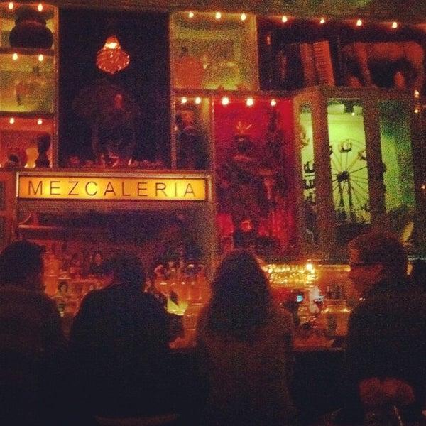Foto tomada en Casa Mezcal por Emily F. el 3/4/2012