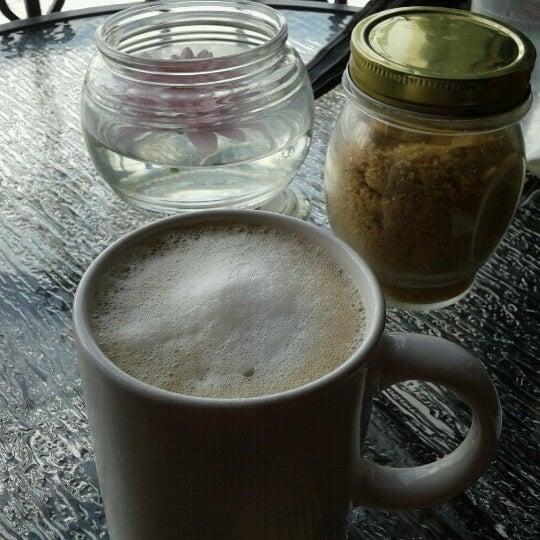 Das Foto wurde bei Waffle Era Tea Room von Sally A. am 6/22/2012 aufgenommen