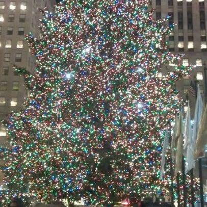 Das Foto wurde bei The Rink at Rockefeller Center von Curt M. am 12/1/2011 aufgenommen