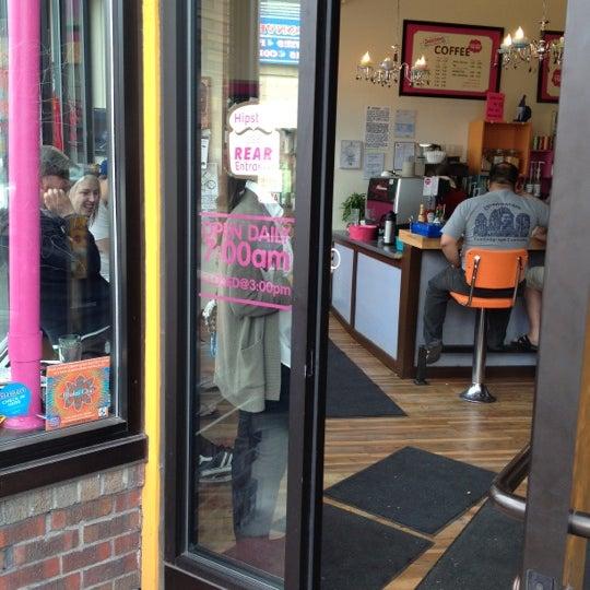 รูปภาพถ่ายที่ Jelly Cafe โดย Melanie T. เมื่อ 3/18/2012