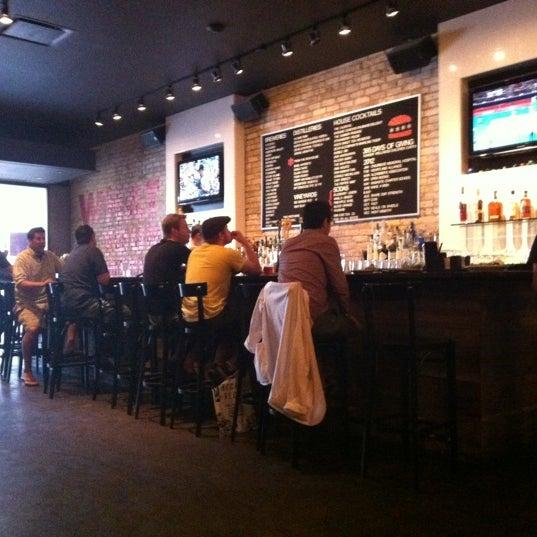 Foto tirada no(a) DMK Burger Bar por Wings Etc C. em 8/1/2012