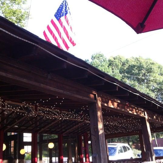 Foto scattata a Woody's Famous CheeseSteaks da Justin R. il 9/5/2012