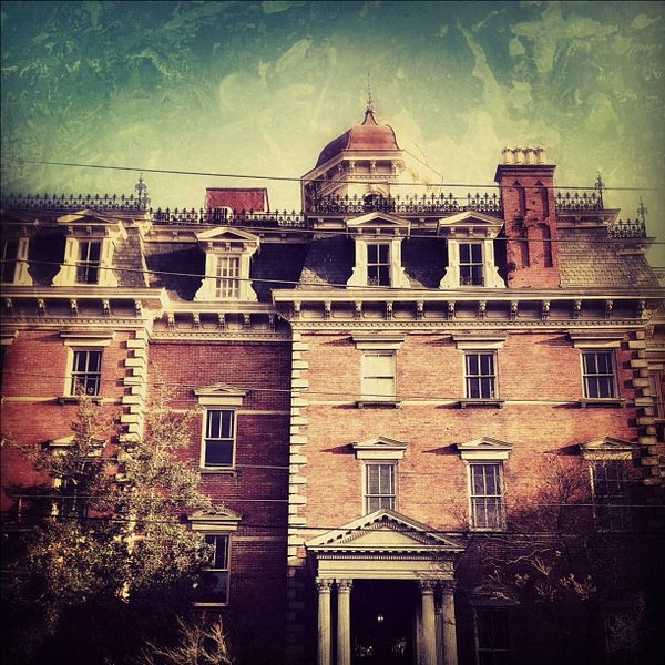 Foto diambil di Wentworth Mansion oleh Sean M. pada 3/8/2012