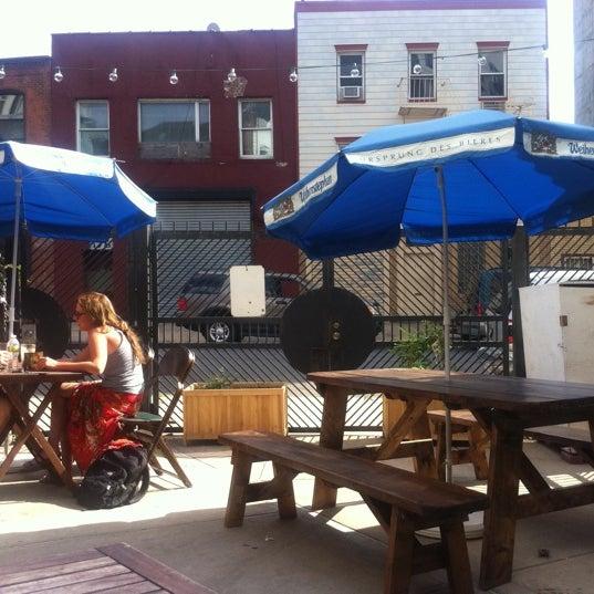 รูปภาพถ่ายที่ The West—Coffeehouse & Bar โดย Bitsy M. เมื่อ 7/15/2011