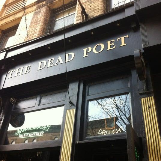Foto scattata a The Dead Poet da Melissa R. il 3/17/2012