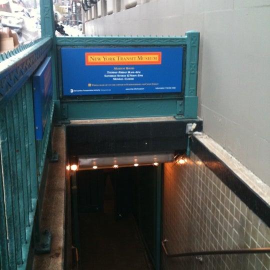 1/2/2011 tarihinde Team R.ziyaretçi tarafından New York Transit Museum'de çekilen fotoğraf