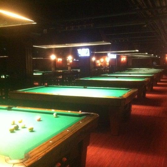 Foto tomada en Society Billiards + Bar por Janiejaner G. el 12/25/2011