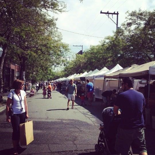 Photo prise au Ballard Farmer's Market par Mathias E. le7/29/2012