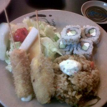 Foto diambil di Sushi Washoku oleh Ana Laura G. pada 6/4/2012