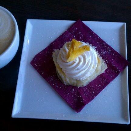 Foto tomada en Heaven Sent Desserts por Diana A. el 1/29/2012