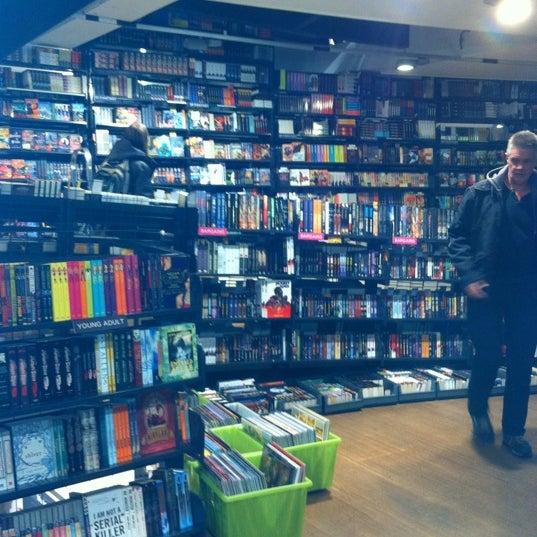 Foto tirada no(a) The American Book Center por J. Gonzales I. em 11/23/2011