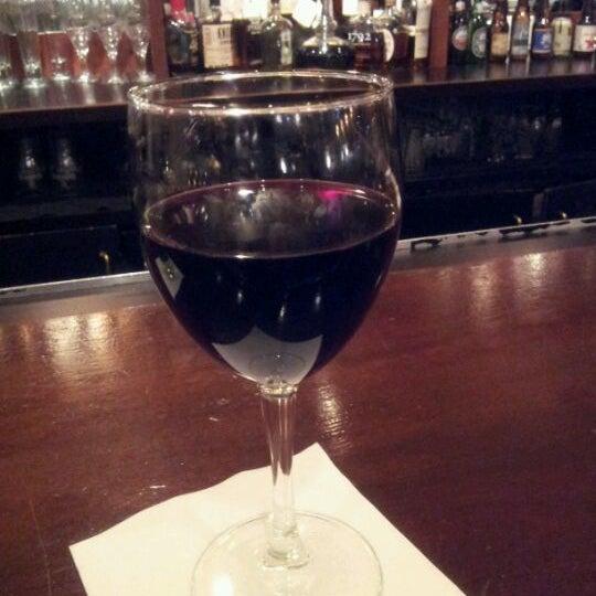 Das Foto wurde bei Beacon Restaurant & Bar von Lisa am 2/1/2012 aufgenommen