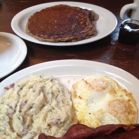 Das Foto wurde bei Mo's Restaurant von Billy M. am 3/28/2012 aufgenommen