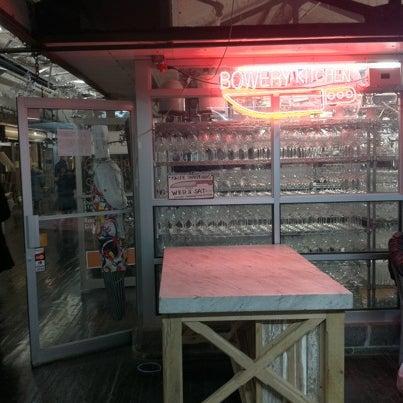 Das Foto wurde bei Bowery Kitchen Supplies von William M. am 12/24/2010 aufgenommen
