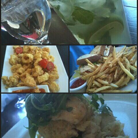 Photo prise au Water Coastal Kitchen par Bianca G. le5/11/2012