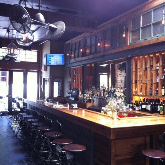 6/16/2011 tarihinde Jeremy B.ziyaretçi tarafından Two Door Tavern'de çekilen fotoğraf