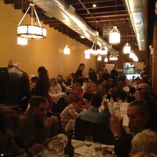 Das Foto wurde bei Taci's Beyti Restaurant von vlad a. am 11/6/2011 aufgenommen