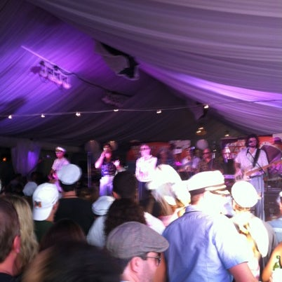 Photo prise au Park Tavern par Lee T. le8/18/2012