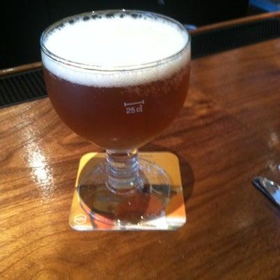 Снимок сделан в Lucky's Tavern пользователем Matt Q. 8/6/2012