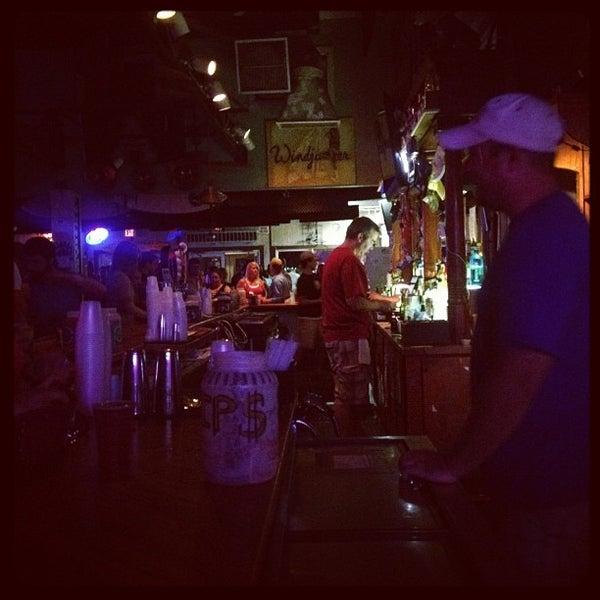 6/24/2012にJeni B.がWindjammerで撮った写真