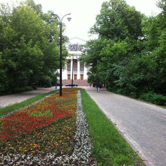 Снимок сделан в Дворец на Яузе пользователем Asya S. 5/31/2012