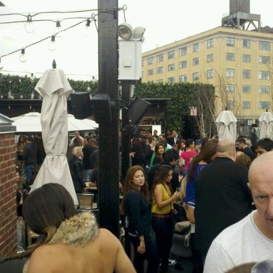 Das Foto wurde bei STK Rooftop von The New York N. am 10/2/2011 aufgenommen