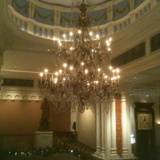 Foto scattata a Lotte New York Palace da Yvette M. il 11/23/2011