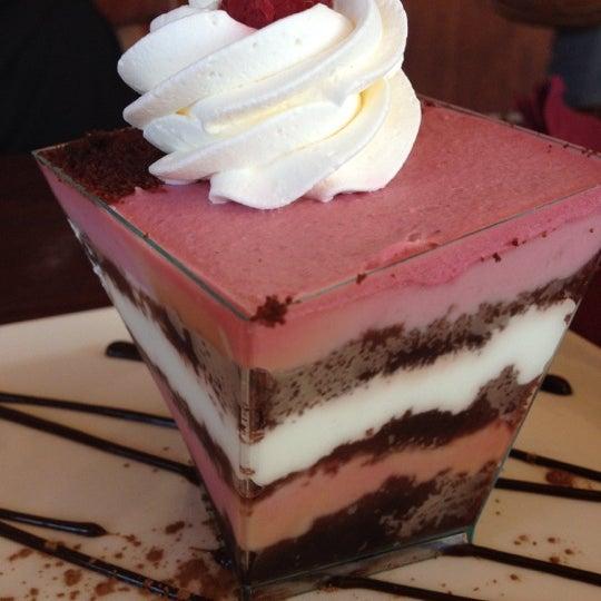 Foto tomada en Heaven Sent Desserts por Sonya S. el 9/1/2012