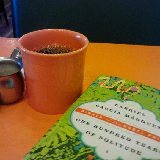 รูปภาพถ่ายที่ Jelly Cafe โดย Krystal R. เมื่อ 7/17/2012