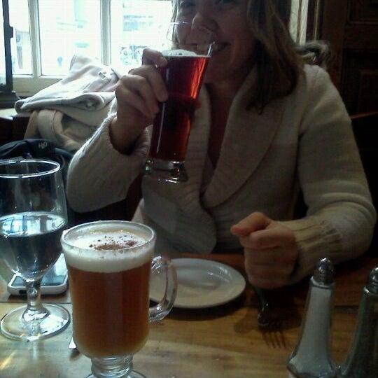 Photo prise au The Porterhouse at Fraunces Tavern par Jackson W. le12/30/2011