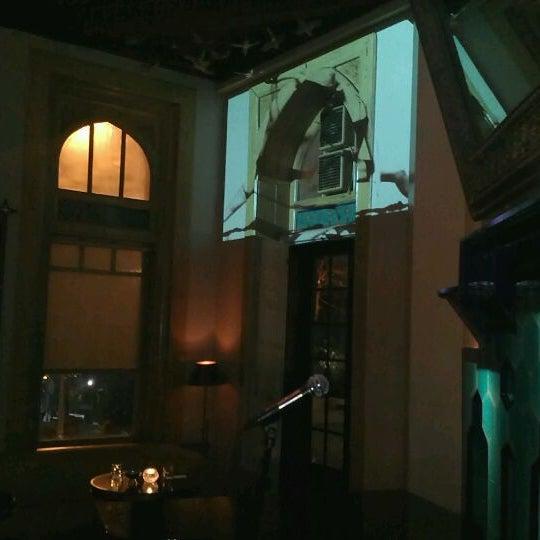 รูปภาพถ่ายที่ Zihni Bar โดย Burçin O. เมื่อ 12/2/2011