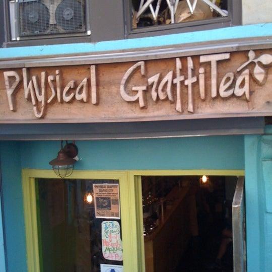 รูปภาพถ่ายที่ Physical Graffitea โดย Rachel S. เมื่อ 9/26/2011