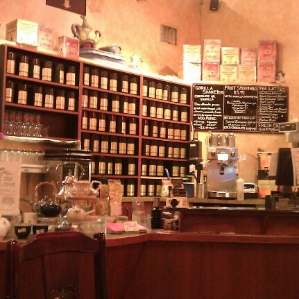 รูปภาพถ่ายที่ Tea Zone & Camellia Lounge โดย Phil D. เมื่อ 9/1/2012