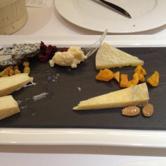 Foto scattata a Poncelet Cheese Bar da diego b. il 3/12/2012