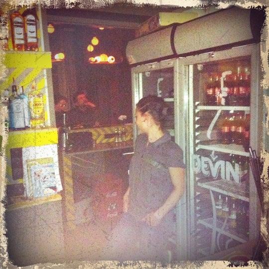 Photo prise au One More Bar par Ivan J. le2/24/2011
