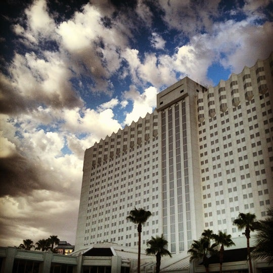 Снимок сделан в Tropicana Las Vegas пользователем Dave M. 8/12/2012