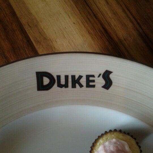 Das Foto wurde bei Duke's Malibu von Katie am 7/1/2012 aufgenommen
