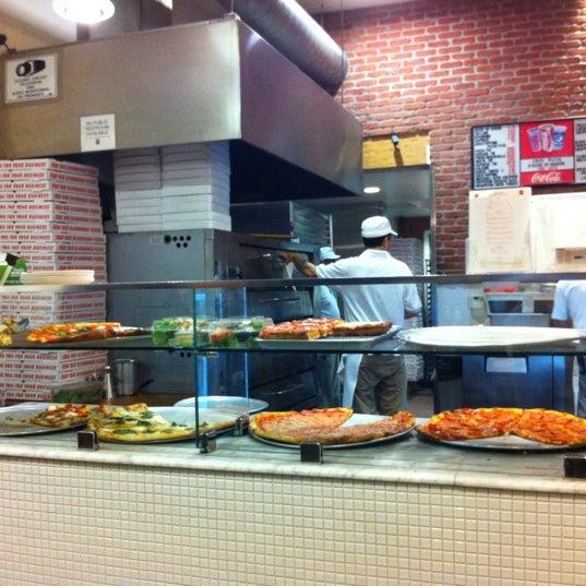 Foto scattata a Joe's Pizza da Wynston F. il 5/16/2012