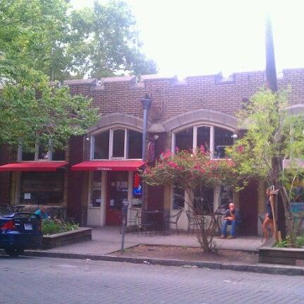 Foto scattata a Sentient Bean da Jonathan S. il 7/16/2012