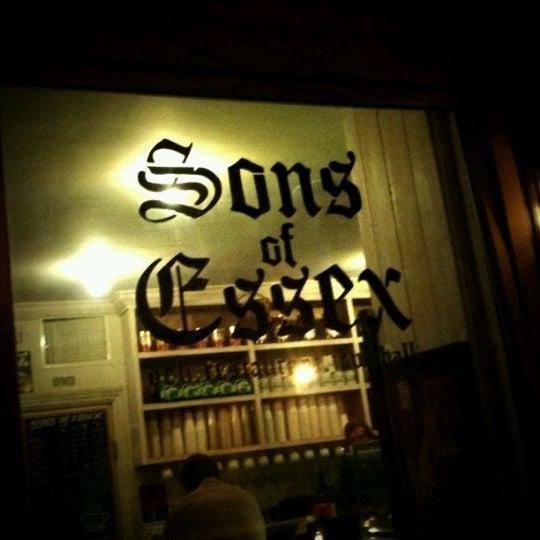 รูปภาพถ่ายที่ Sons of Essex โดย James B. เมื่อ 2/23/2012